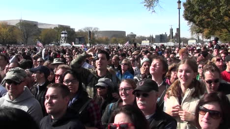 Crowds-of-protestors-on-the-mall-in-Washington-DC-1