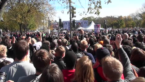 Crowds-of-protestors-on-the-mall-in-Washington-DC-does-the-wave