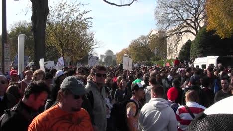 Huge-crowds-walk-in-a-demonstration-in-Washington-DC