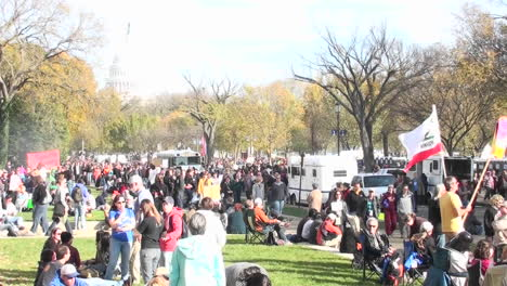 Large-crowds-gather-around-the-Capital-building-in-Washington-DC-1