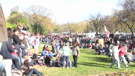 Large-crowds-gather-around-the-Capital-building-in-Washington-DC-2