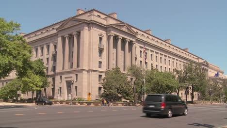El-Edificio-De-Archivos-Nacionales-En-Washington-Dc-Con-Tráfico-Que-Pasa-1
