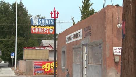 El-Bar-Y-Salón-De-Los-Santos-Y-Pecadores
