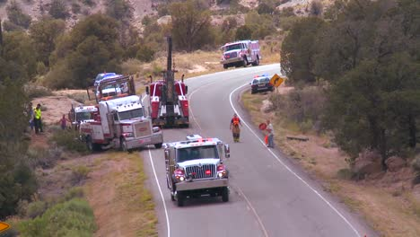 The-aftermath-of-an-accident-on-a-rural-highway-features-Policía-fire-and-emergency-vehicles