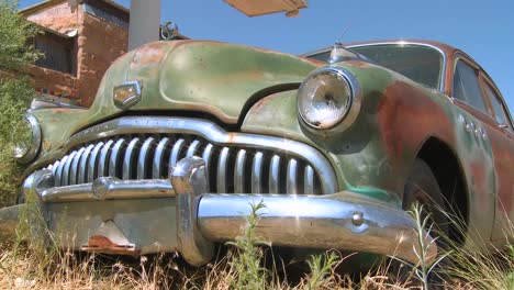 An-old-rusting-car-sits-abandoned