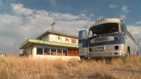 Time-lapse-of-an-abandoned-Greyhound-bus-in-a-field