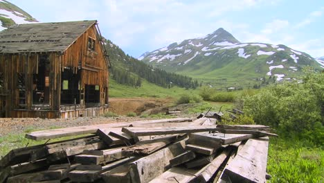 An-abandoned-mine-in-the-Colorado-Rocky-Mountains-1