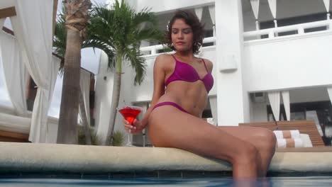 Woman-Pool-0-74