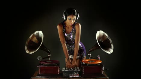 Woman-Dance-DJ-18