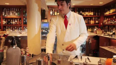 Making-Cocktails-19