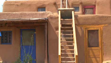 Establishing-shot-of-the-Taos-pueblo-New-Mexico-2
