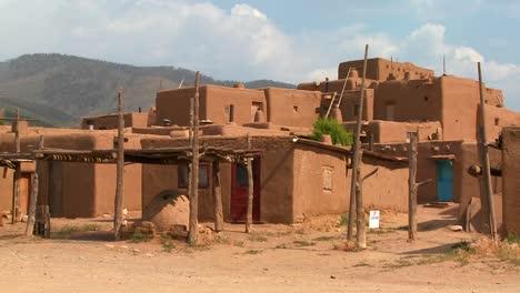 Einspielung-Des-Taos-Pueblo-In-New-Mexico