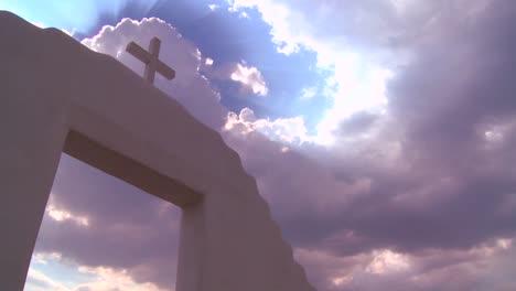 Una-Cruz-Cristiana-Brilla-Contra-Un-Cielo-Celestial-2