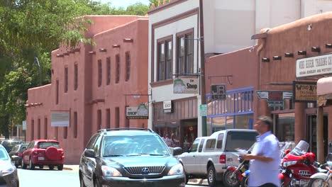 Establishing-shot-of-downtown-Santa-Fe-New-Mexico