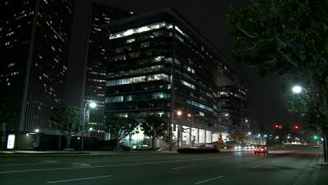 Una-Calle-Del-Centro-De-Los-Angeles-En-La-Noche-1