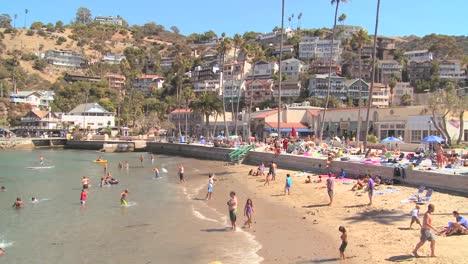 Escena-Clásica-Del-Centro-Turístico-Del-Sur-De-California-En-La-Isla-De-Avalon-Catalina