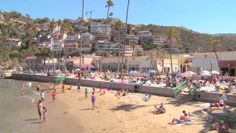 Classic-Southern-California-tourist-resort-scene-at-Avalon-Catalina-Island-1