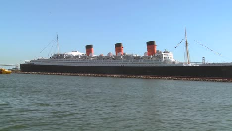 POV-from-a-boat-near-the-Queen-Mary-in-Long-Beach-harbor-1