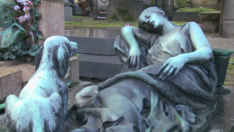 A-sculpture-in-a-cemetery-depicts-a-loyal-dog-waiting-for-its-owner-to-wake-up