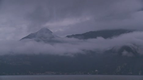Time-lapse-of-fog-rolling-over-mountains