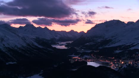 Beautiful-time-lapse-shot-of-sunset-behind-a-mountain-town