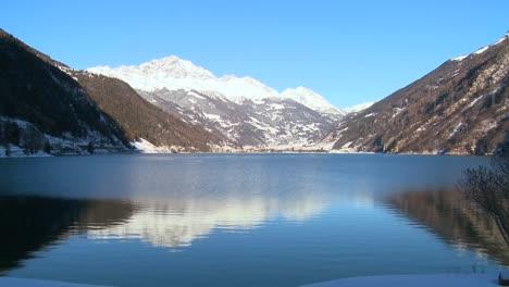 A-beautiful-mountain-lake-in-the-Swiss-Alps