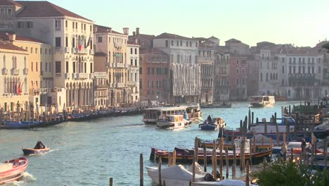 Boat-traffic-along-the-canals-of-Venice-Italy