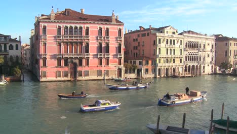 Boat-traffic-along-the-canals-of-Venice-Italy-1