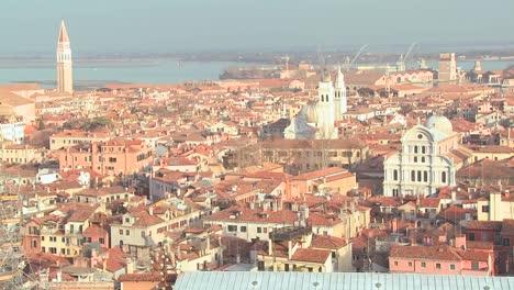Un-Alto-ángulo-Que-Establece-Una-Descripción-General-De-Venecia-Italia-2