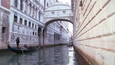 Gondolas-pass-under-the-Bridge-of-Sighs-in-Venice-Italy-1