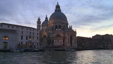 Dusk-on-the-canals-of-Venice-Italy-3