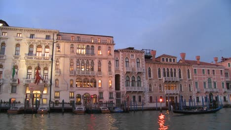 Dusk-on-the-canals-of-Venice-Italy-4