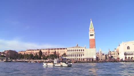 Boast-pass-St-Marks-Square-in-Venice-Italy
