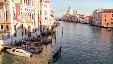 Beautiful-establishing-shot-of-Venice-Italy-4