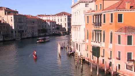 Boat-traffic-along-the-canals-of-Venice-Italy-3