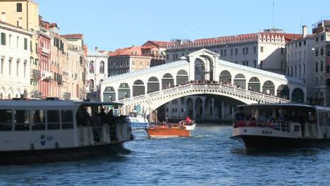 The-Rialto-Bridge-in-Venice-Italy