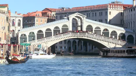 The-Rialto-Bridge-in-Venice-Italy-2