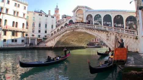 Gondolas-under-the-Rialto-Bridge-in-Venice-Italy-5