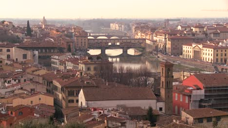 The-Ponte-Vecchio-and-skyline-of-Florence-Italy