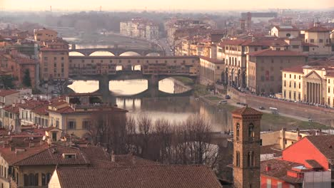 The-Ponte-Vecchio-and-skyline-of-Florence-Italy-1