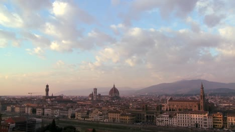 Tiempo-Nubes-Moviéndose-Sobre-Florencia-Italia-1