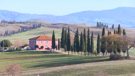 Beautiful-farm-villa-in-Tuscany-Italy