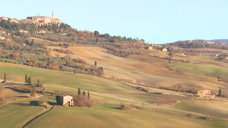The-beautiful-countryside-of-Tuscany-Italy-with-a-distant-hilltop-village