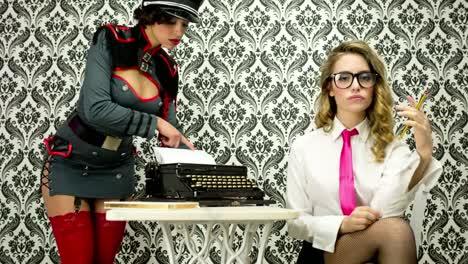 Sexy-Secretaries-00