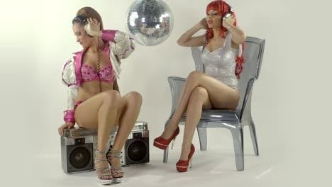 Women-Disco-Dancing-0-14