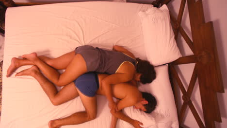 Couple-Sleeping-02