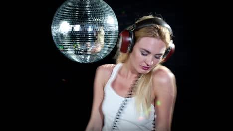 Woman-Headphones-Disco-0-15