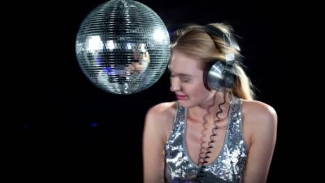 Woman-Headphones-Disco-0-16