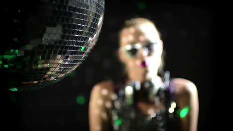Woman-Headphones-Disco-0-50