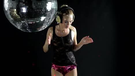 Woman-Headphones-Disco-0-94